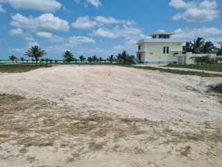 Another lot owner has filled the lot for construction! Typically lots here require some amount of fill pre construction to establish a building pad and prevent low land issues from pests. Things are busy around here with construction and fill the last few weeks.  #belize